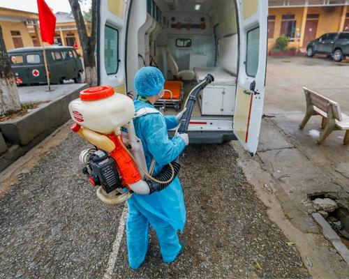 Phun khử trùng xe đưa người từ biên giới về Trung tâm cách ly tại Trung đoàn 123 Lạng Sơn tháng 2:2020: phong sơn