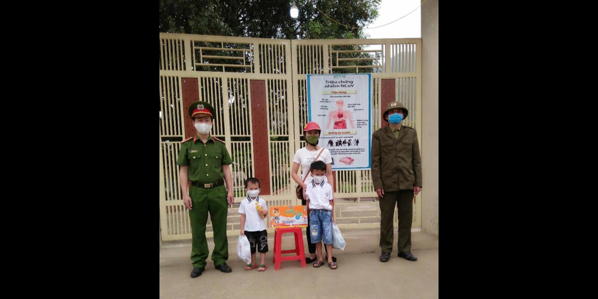 Các bé ở khu cách ly tập trung tại Trường THCS bán trú Châu Lý tiếp tục nhận được nhiều sự yêu thương từ cộng đồng