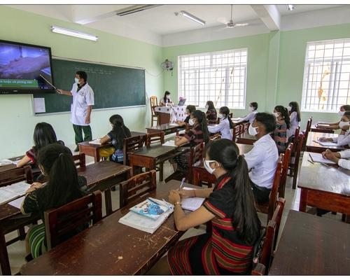 Nơi chụp là xã Pờ Y- H.Ngọc Hồi-KonTum. Tại Trường THCS Bờ Y- Bộ đội Quân Y Biên Cương đến hổ trợ lớp học trong thời gian giản cách