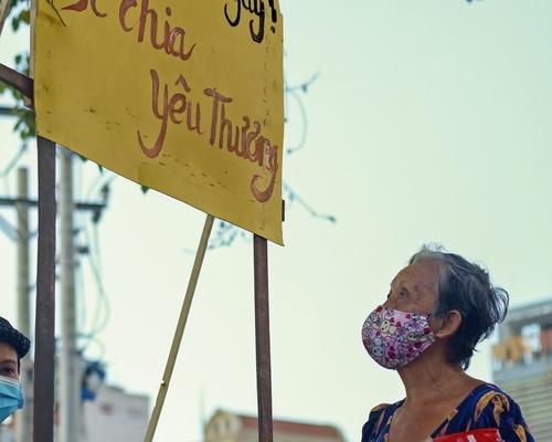 Bà Nguyễn Thị Mai(Q.3) trong 15 ngày (kể từ ngày 1/4) bị mất đi thu nhập từ việc bán vé số