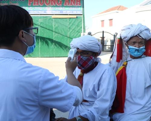 Đồng bào Chăm thôn Văn Lâm 3 thực hiện nghiêm phòng, chống dịch Covid - 19
