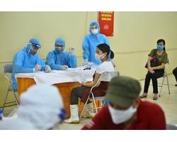 Triển khai xét nghiệm nhanh COVID-19 tại chợ đầu mối nông sản lớn nhất Hà Nội