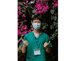 những y bác sĩ trẻ tự nguyên trở thành những chiến binh áo xanh ở tuyến đầu