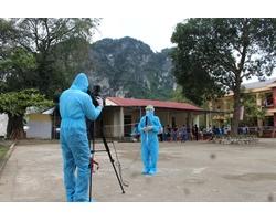 NHững hình ảnh Phòng viên Phan Giang-Trung Hiếu (Trung tâ VHTT&TT Quỳ Hợp) tác nghiệp bên trong Khu cách ly tại TRường THCS bán trú Châu Lý- nơi thực hiện việc 163 công dân Việt Nam từ Lào về qua cửa khẩu quốc tế Cầu Treo (Hà Tĩnh)