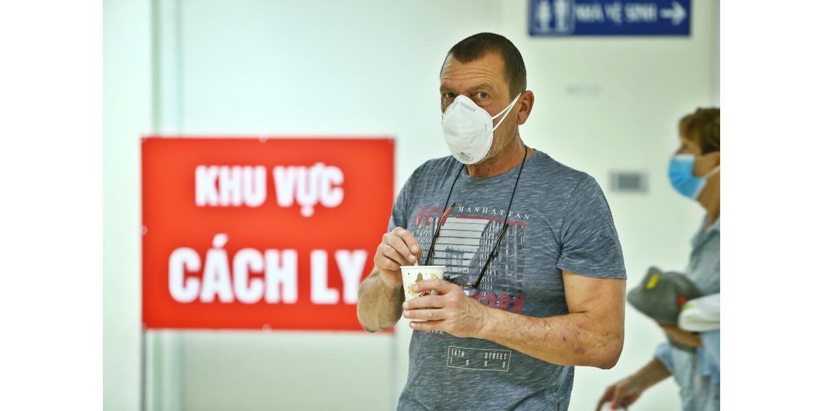 Du khách nước ngoài  cách ly tại bệnh viện Thanh Nhàn (Hà Nội).