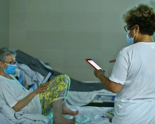 Du khách nước ngoài cảm thấy thoải mái với điều kiện y tế tại khu cách ly.