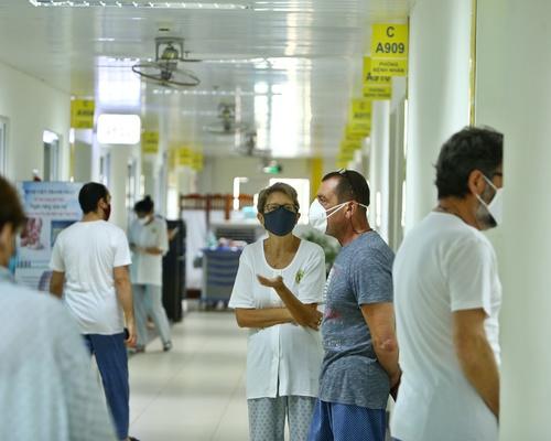 Du khách nước ngoài được cách ly tại bệnh viện Thanh Nhàn.