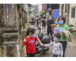 Xét nghiệm Covid-19 cho 1.300 người thôn Đông Cứu, xã Dũng Tiến (huyện Thường Tín, Hà Nội)