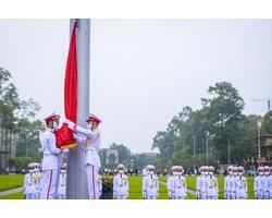 Bộ Ảnh:Trang nghiêm lễ thượng cờ tại Quảng trường Ba Đình nhân dịp 45 năm ngày thống nhất đất nước trong mùa dịch covid-19