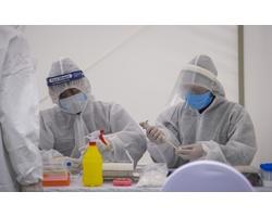 Bộ ảnh: Test nhanh Covid-19 đầu tiên tại Hà Nội
