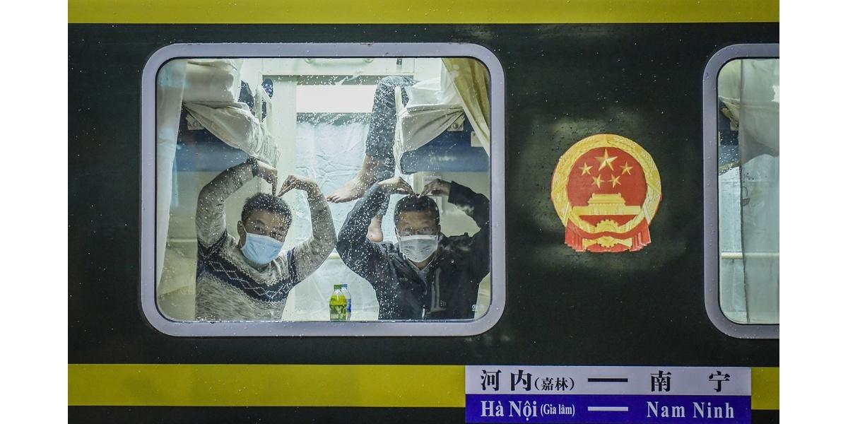 Niềm vui trên chuyến tàu liên vận cuối cùng sang Trung Quốc trước khi tạm dừng vì dịch corona